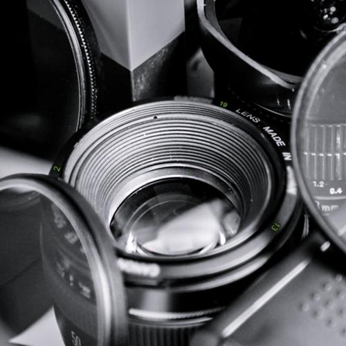 HTC 'mượn' ống kính Canon để ám chỉ điện thoại mới