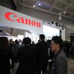 Người Nhật xếp hàng dùng thử Canon EOS 5DS và 5DS R